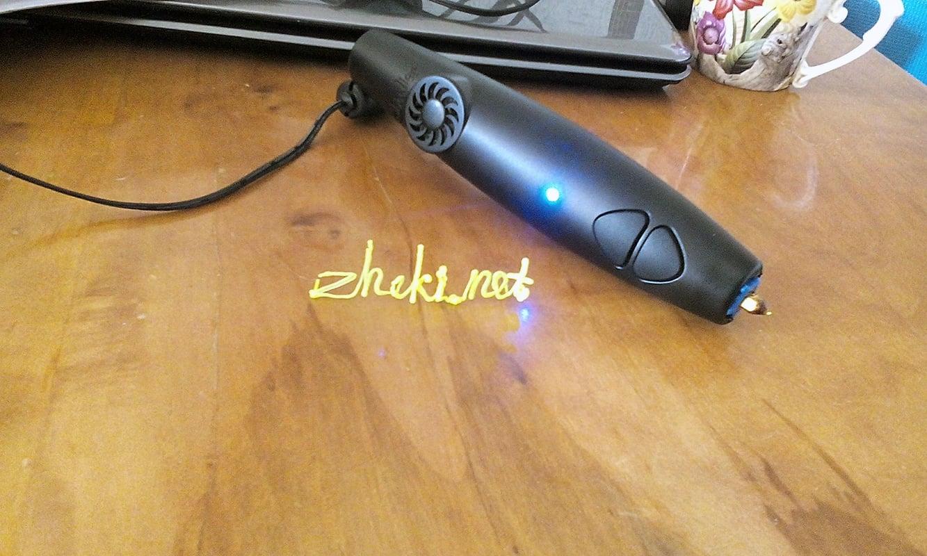 Как-то наткнулся в сети на такую 3D-ручку. Думал сестре купить. Оказалось у Толи такая есть. Поюзал. Передумал покупать. Не такая крутая штука, как думал.